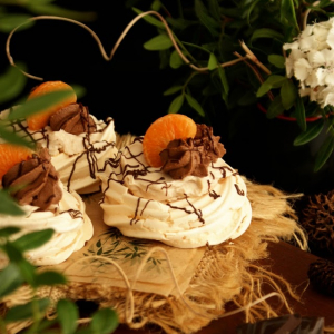 Mini Pavlovas de Chocolate & Clementina (Mini Chocolate & Clementine Pavlovas)