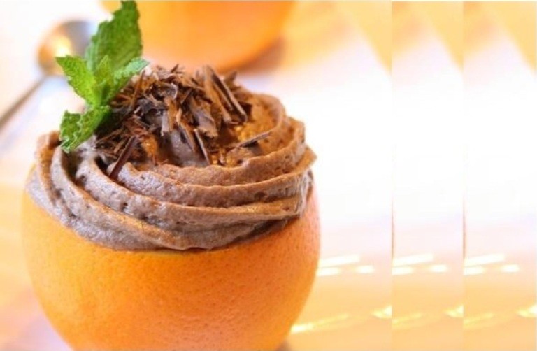 Mousse de chocolate na laranja