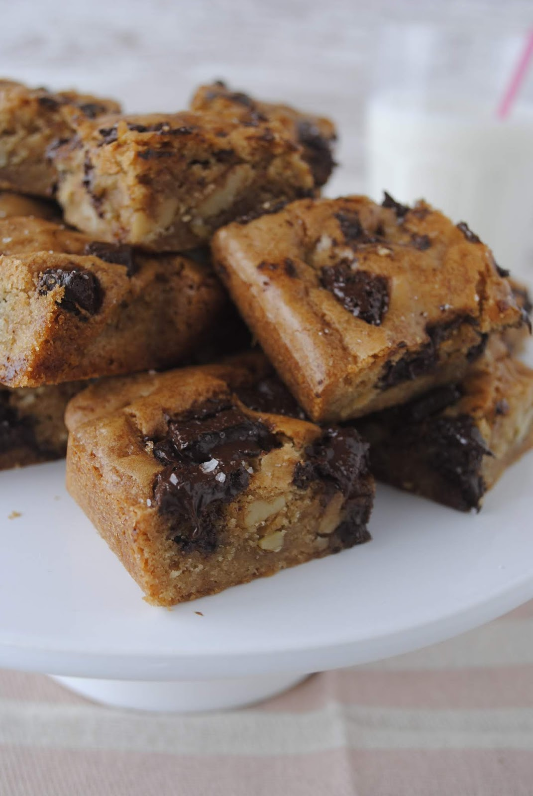 Blondies de Noz e Chocolate