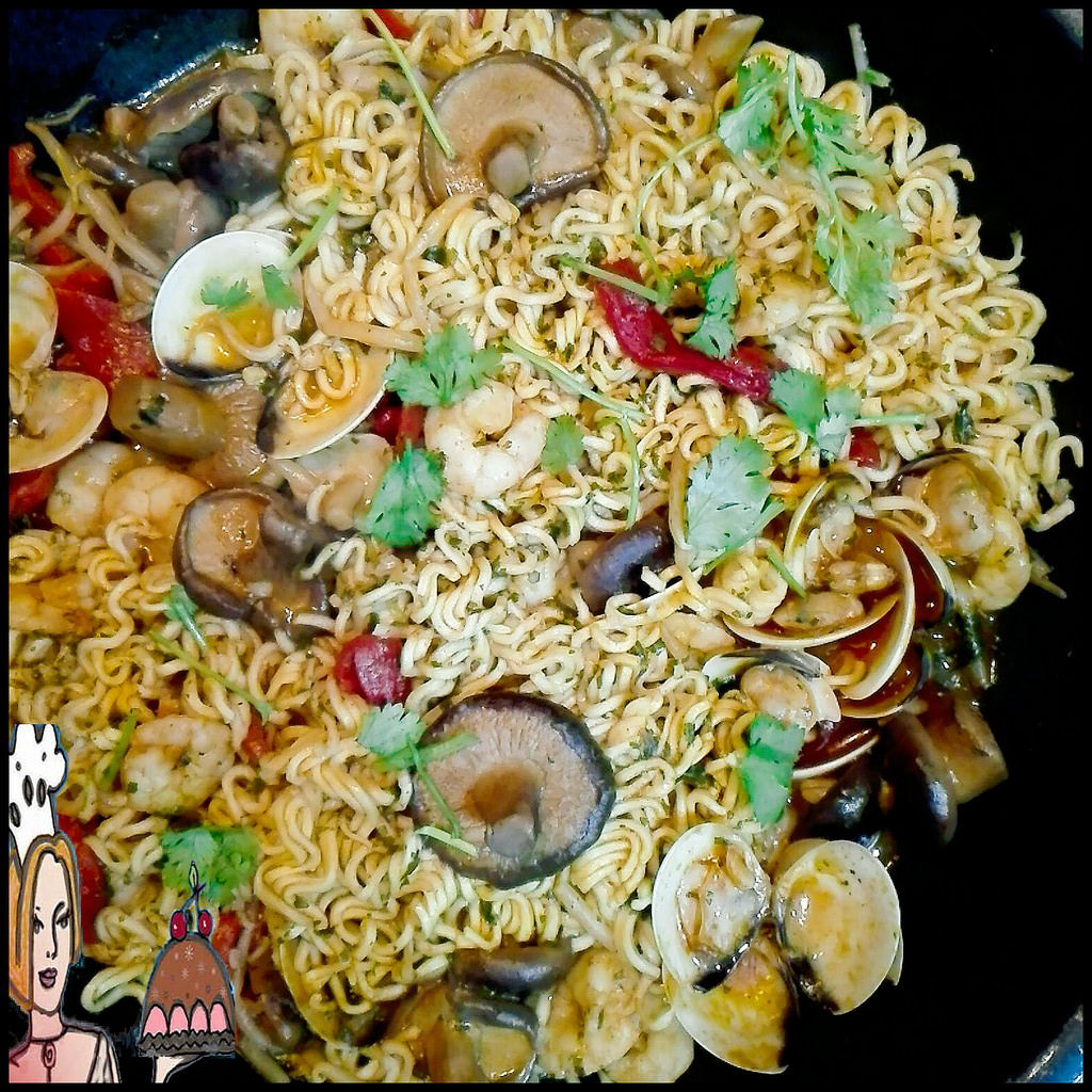 Noodles com frutos do mar e cogumelos ♥♥♥