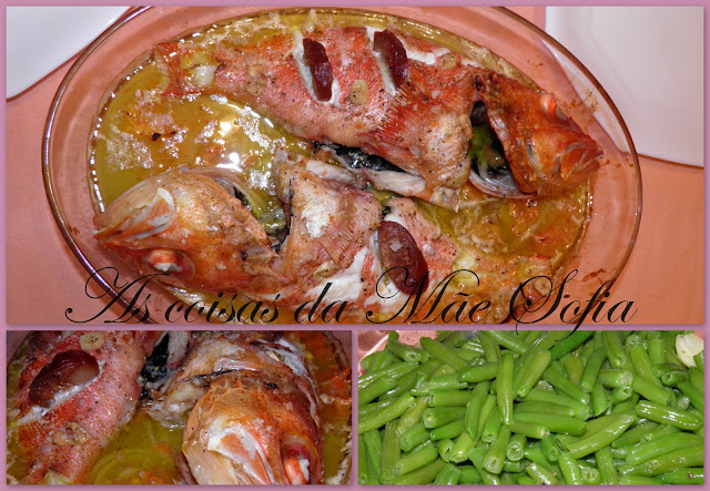 Cantaril assado em cama de cebola / Roasted black belly rosefish in a bed of onions