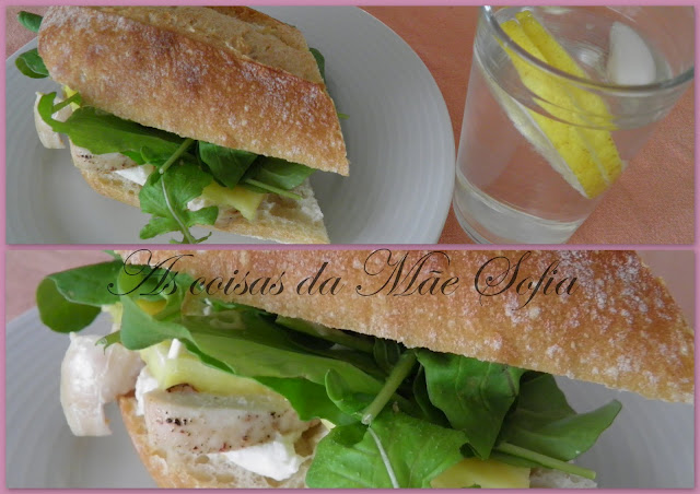 Sanduiche de frango com abaxi e rúcula / Chicken, pineapple and arugula sandwich