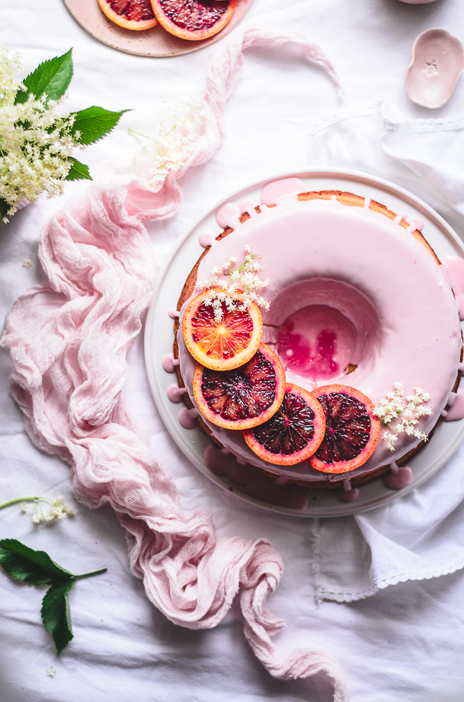 Bolo glaceado de laranja sanguínea // Blood orange cake with a blood orange glaze