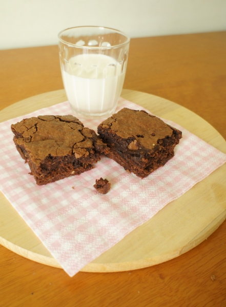 brownies com cereja seca e quinua
