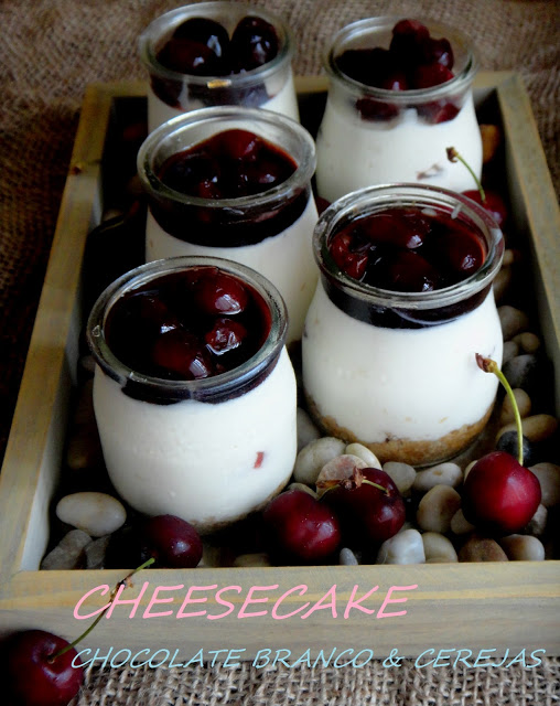 CHESSECAKE DE CHOCOLATE BRANCO & CEREJAS