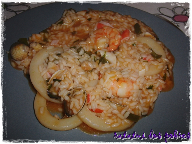 Arroz malandrinho de argolas do mar e marisco