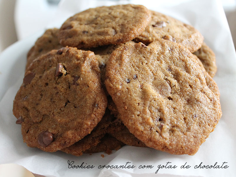 Cookies Crocantes com Gotas de Chocolate