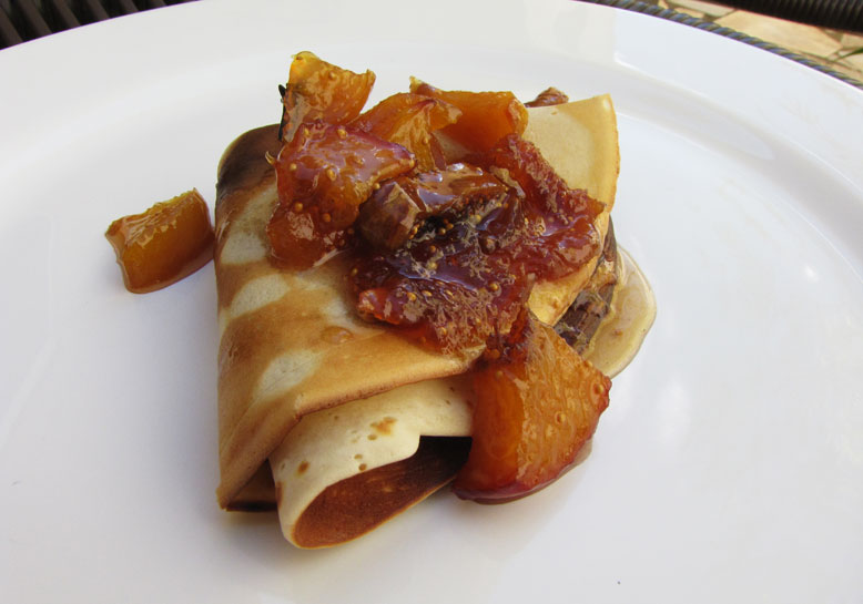 Receita de crepe de frutas com cream cheese e chocolate