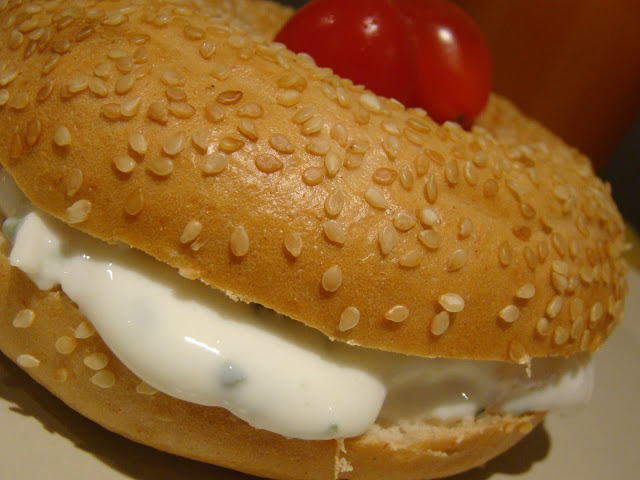 Bagel com Queijo Branco e Salmão Fumado / Bagel with White Cheese and Smoked Salmon