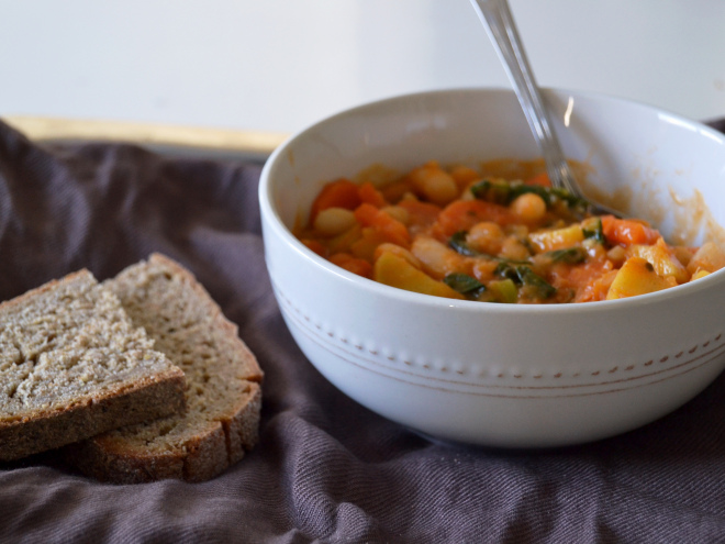 Estufado de feijão com vegetais // White bean vegetable stew