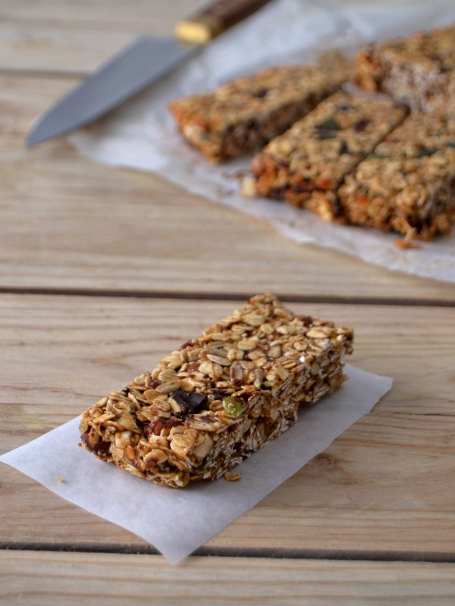Barras de cereais com banana, amêndoa e chocolate // Banana almond chocolate granola bars