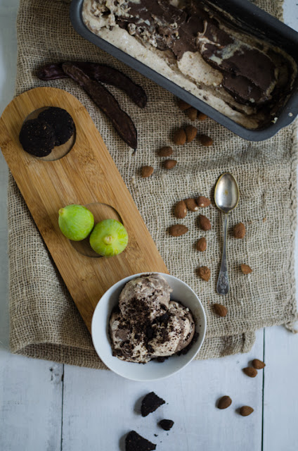 Guest Post: Gelado de figos e amêndoa com crocante de alfarroba | Fig and almond ice cream with carob crisp