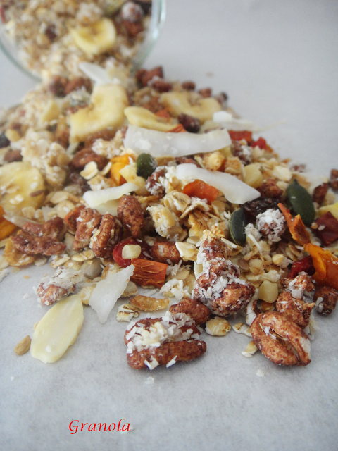 Granola com espelta e mix tropical