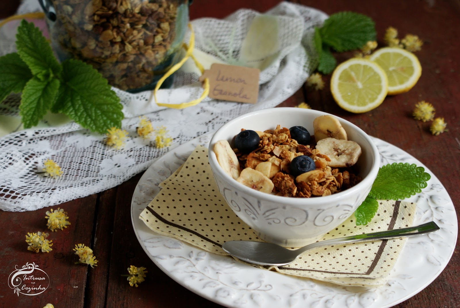 Granola de Limão & Frutos Secos {Nutty Lemon Granola}