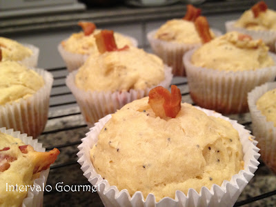 MUFFIN DE PARMESÃO E BACON