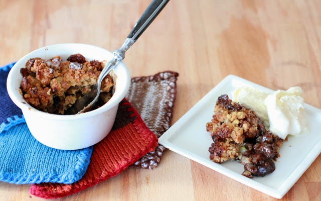 Crumble de Aveia e Avelã com Banana e Chocolate || Oat and Hazelnut Crumble with Chocolate and Banana