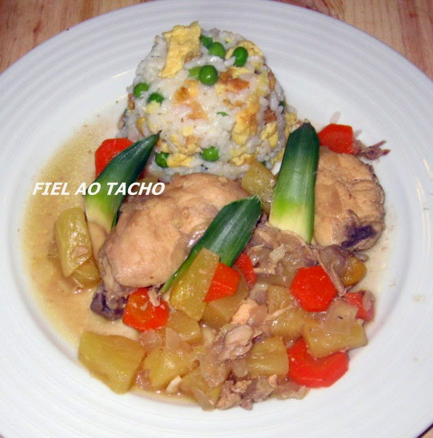 FRANGO TROPICAL COM ARROZ CHAU-CHAU