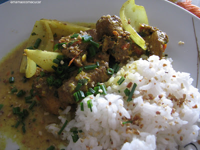Curry de frango e coco