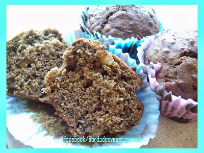 MUFFINS DE DAMASCO, CRANBERRY E CHIA