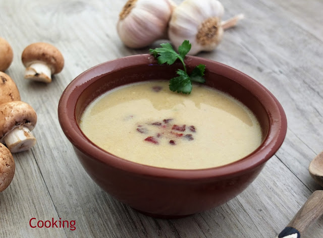 Sopa cremosa de cogumelos e alho | Mushrooms and garlic creamy soup