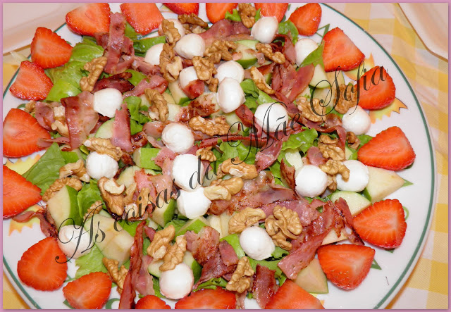 Salada de bacon e morangos \ Strawberry and bacon salad