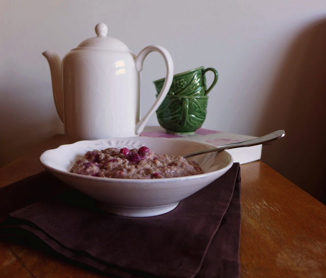 Papas de Aveia com framboesas para o pequeno-almoço/Oatmeal porridge with raspeberries for breakfast