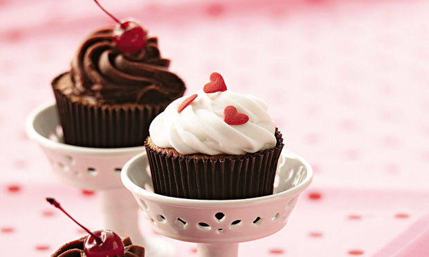 Cupcake light de merengue chocolate e ganache