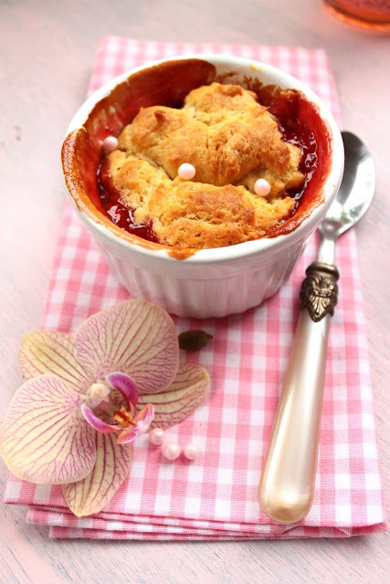 Cobbler de Ruibarbo e Morango - Strawberry Rhubarb Cobbler